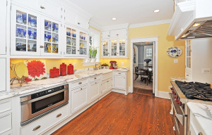 208 W Walnut St - Gourmet Kitchen