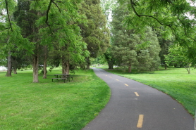 GW Parkway Area Alexandria - Bike & Jogging Path